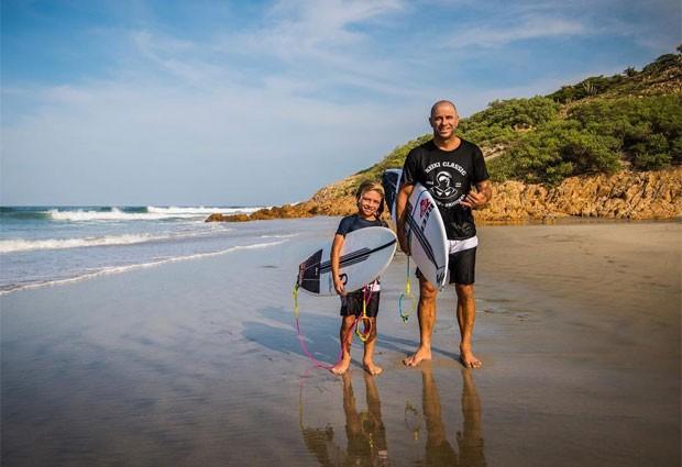 Jackson chama Kally Slater,  multi campeão de surf, de 'tio kelly' (Foto: Reprodução/ Instagram)