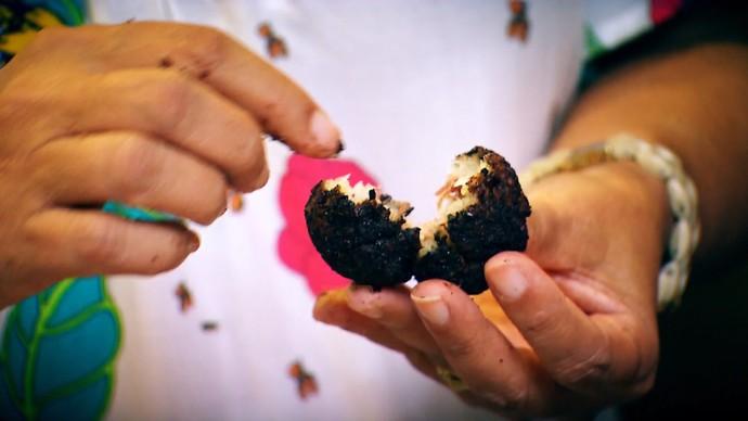 Bolinho de carne-seca com crosta de farinha de cacau (Foto: TV Bahia)