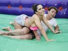 Olimpíada do EGO: Mulher Melão e David Brazil disputam futebol de sabão