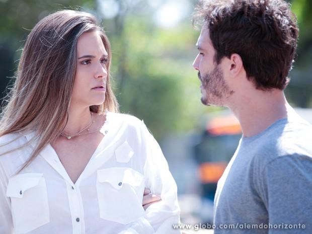 Lili e William mal se conhecem e já brigam (Foto: Inácio Moraes/TV Globo)