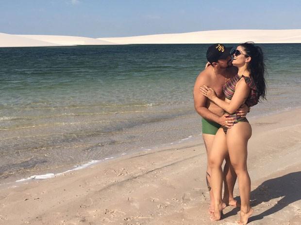 Xand, do Aviões do Forró, e a mulher, Isabele Temoteo, nos Lençóis Maranhenses, no Maranhão (Foto: Divulgação)