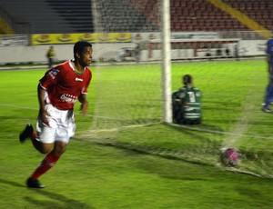 Marcelo Macedo empata o jogo para o Boa Esporte (Foto: Tiago Campos / Globoesporte.com)