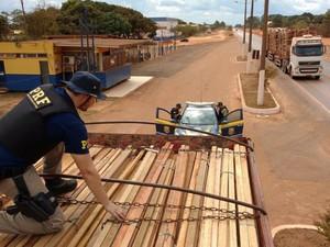 Motoristas foram detidos e liberados após assinarem um Termo Circunstanciado de Ocorrência (TCO). (Foto: Divulgação/Polícia Rodoviária Federal do Pará)