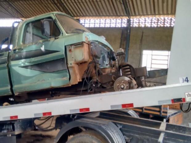 Veículos e outros equipamentos foram apreendidos em sítio de Leme (Foto: Polícia Civil de Leme)