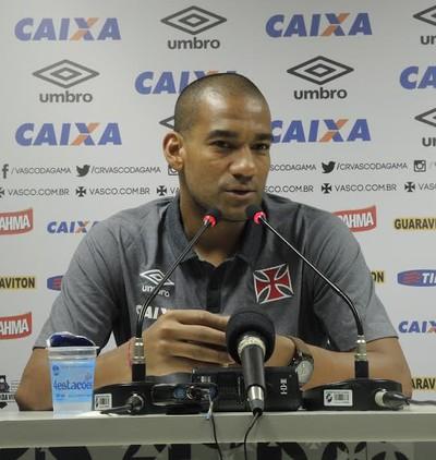 Rodrigo em coletiva do Vasco (Foto: Sofia Miranda/GloboEsporte.com)