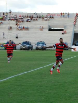 Neto, volante do Campinense (Foto: Silas Batista / GloboEsporte.com)