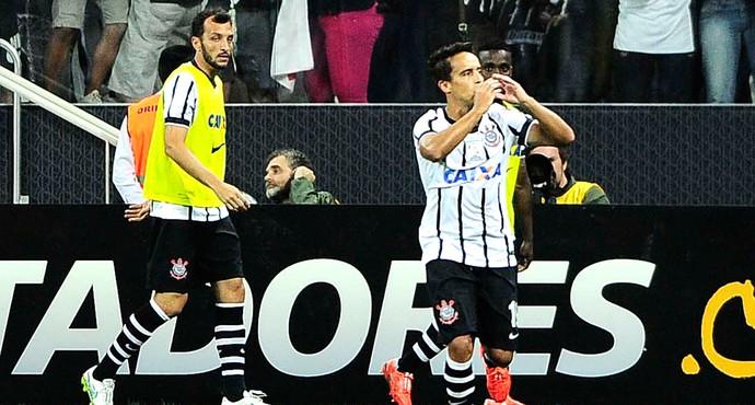 Jadson comemora gol do Corinthians contra o São Paulo (Foto: Marcos Ribolli)