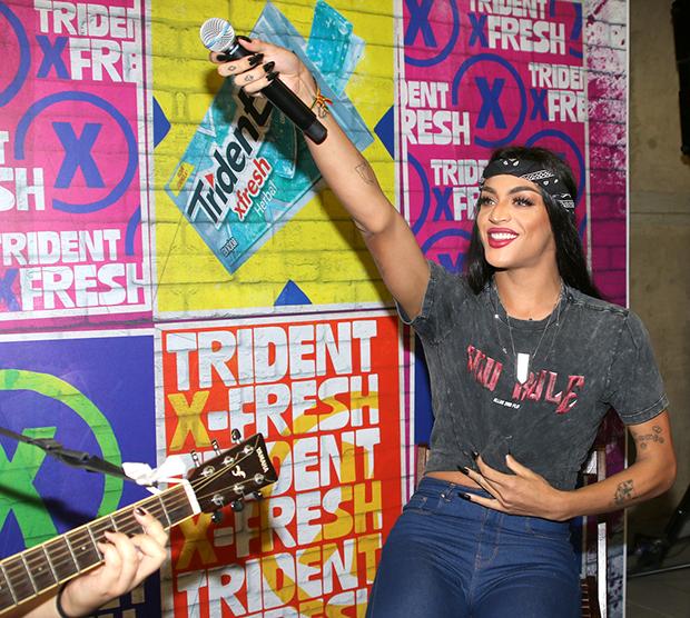 Pabllo Vittar faz show surpresa em estação de metrô em SP (Foto: Thiago Duran/ AgNews )