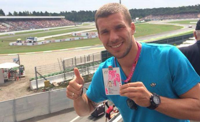 Podolski no circuito do GP da Alemanha (Foto: Instagram)