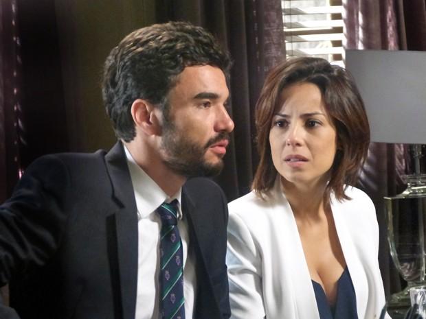 Maria Clara e José Pedro ficam surpresos com notícia (Foto: Gshow)