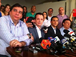 Russomanno fala com jornalistas na noite deste domingo (Foto: Darlan Alvarenga/G1)