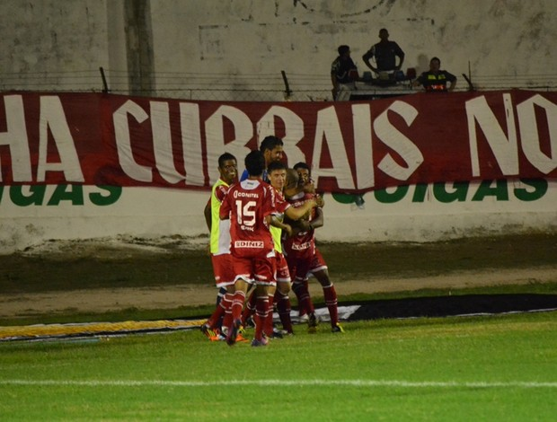 Cascata e jogadores do América-RN comemoram gol em Caicó (Foto: Ilmo Medeiros Gomes)
