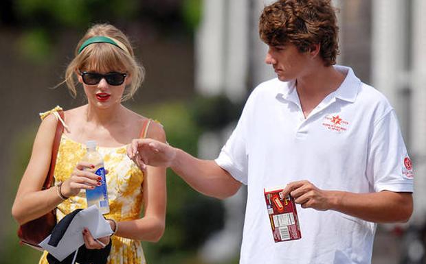 Durante o namoro com o herdeiro da famlia Kennedy, Conor, a cantora Taylor Swift comprou uma casa em frente a do namorado, em Cape Cod, pela bagatela de 4.9 milhes de dlares! Mas, antes que ela pudesse decorar o novo imvel, eles se separaram. (Foto: Reproduo)