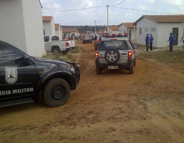 Ocupantes começam a receber notificação para deixar as casas, em São José de Ribamar. (Foto: Sidney Pereira/TV Mirante)