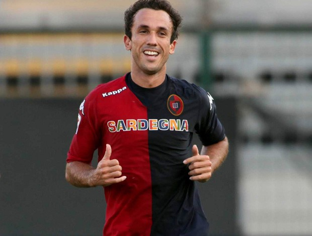 thiago ribeiro cagliari gol navara (Foto: Ag&#234;ncia Getty Images)