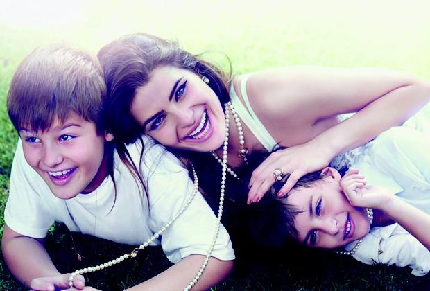 Isabeli e os filhos, Lucas e Zion (Foto: Gui Paganini)