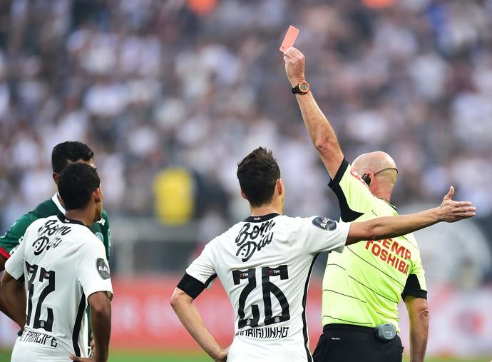 Leo Príncipe expulso Corinthians x Palmeiras (Foto: Marcos Ribolli)
