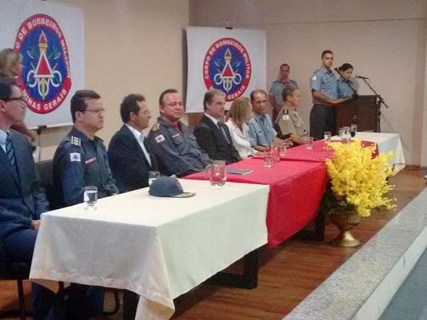 Mesa foi composta por diversas autoridades. (Foto: Diego Souza/G1)