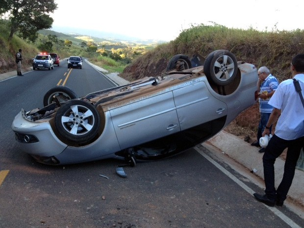 Dom Diamantino sofre acidente na BR-460 em Olímpio Noronha (Foto: Marcus Madeira / Blog do Madeira)
