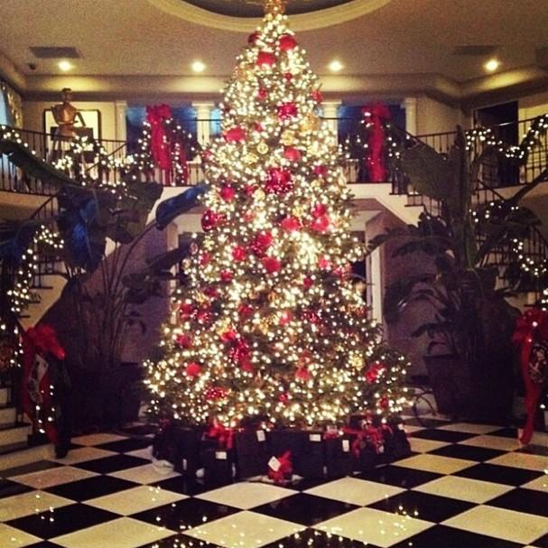 Kris Jenner dá detalhes intrigantes sobre como organiza o Natal em sua casa (Foto: Reprodução)