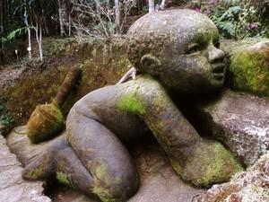 No Jardim do Nêgo, esculturas gigantes são atração (Foto: Divulgação)