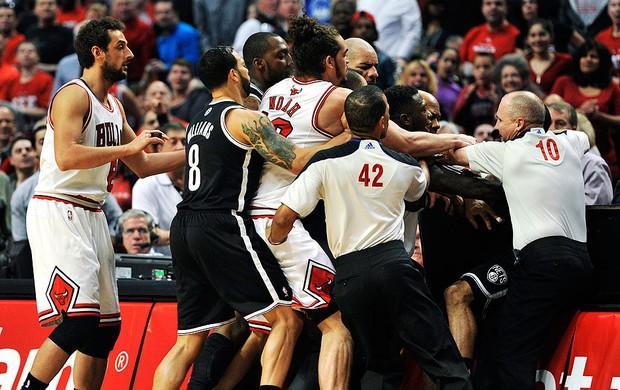 basquete nba confusão nate robinson chicago Bulls e C.J. Watson Brooklyn Nets (Foto: Agência AP)