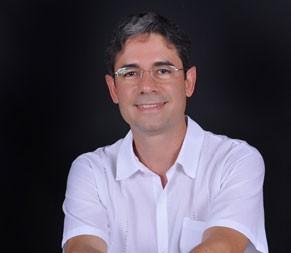 Claudio Lenz Cesar é professor na Universidade Federal do Rio de Janeiro (UFRJ) (Foto: Acervo Pessoal)