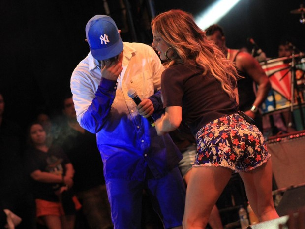 Claudia Leitte com Márcio Victor em show em Salvador, na Bahia (Foto: Sércio Freitas/ Ag. Sércio Freitas/ Divulgação)