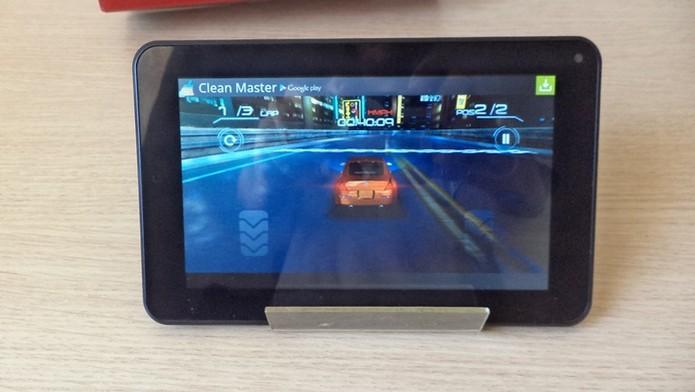 Games não são problema para o Tablet da Newlink (Foto: Techtudo / Dario) (Foto: Games não são problema para o Tablet da Newlink (Foto: Techtudo / Dario))