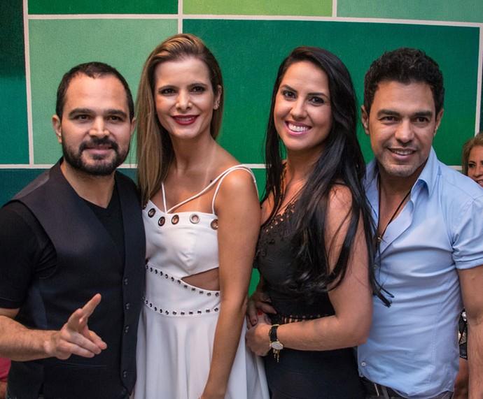 Luciano com a esposa Flávia e Zezé com a namorada Graciele no barracão da Imperatriz (Foto: Leandro Ribeiro/Divulgação)