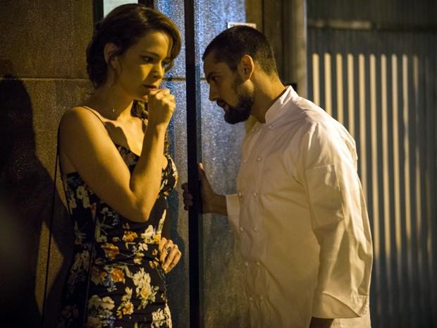 Os dois se encaram e batem boca por conta das intrigas de Cora (Foto: Raphael Dias / TV Globo)