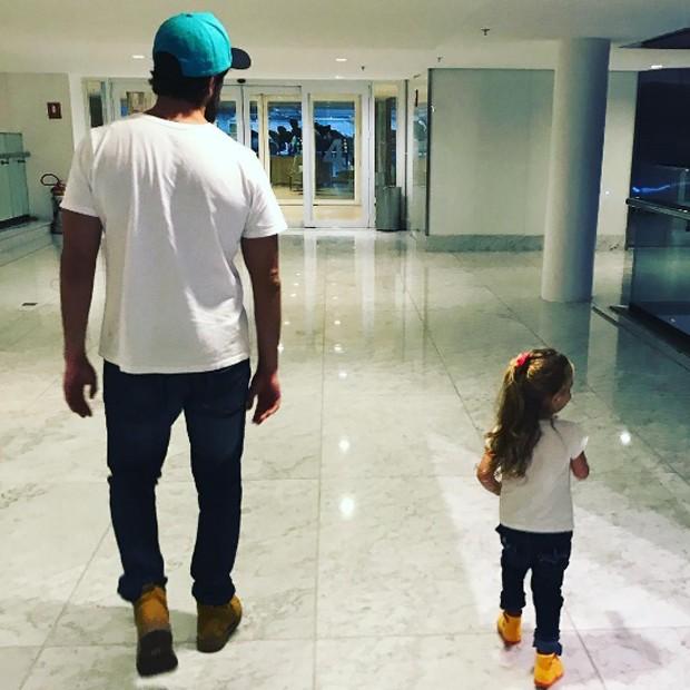 Rafael Cardoso e a filha, Aurora (Foto: Reprodução/Instagram)