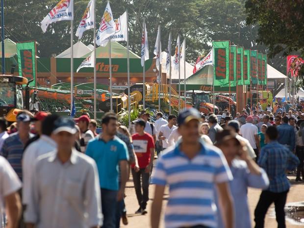 Segunda-feira (1º) - Expectativa dos organizadores da feira é fechar R$ 2,7 bilhões em negócios até sexta-feira (Foto: Érico Andrade/G1)