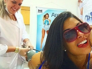 Aline Riscado faz tratamento no Studio Menoli (Foto: Divulgação)