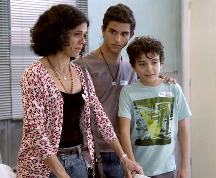 Quitéria tenta tranquilizar os filhos (Foto: Globo)