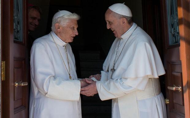 É a primeira vez que dois Papas convivem no Vaticano (Foto: Osservatore Romano/AP)