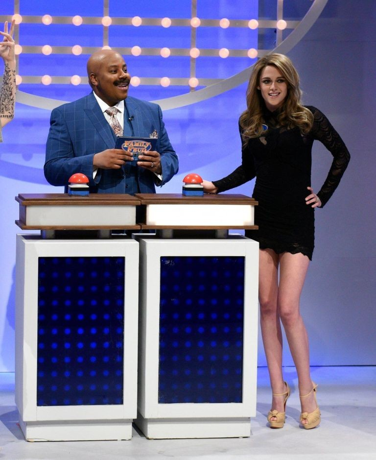 Kristen Stewart imita Gisele Bündchen no Saturday Night Live (Foto: Reprodução)