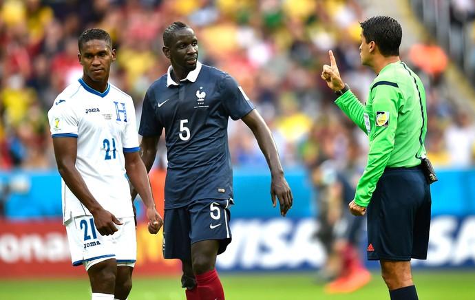 Sandro Meira Ricci e Mamadou França e Honduras (Foto: Agência AFP )