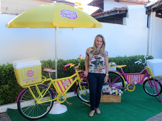 Hociomara Lis vende dindins goumert em festa particulares em Teresina (Foto: Juliana Gomes/G1)