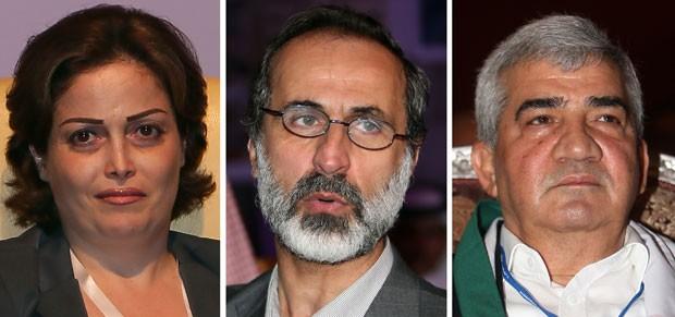 Suhair al-Atassi, Ahmed Moaz al-Khatib e Riad Seif neste domingo (11) em Doha, no Qatar (Foto: AFP)