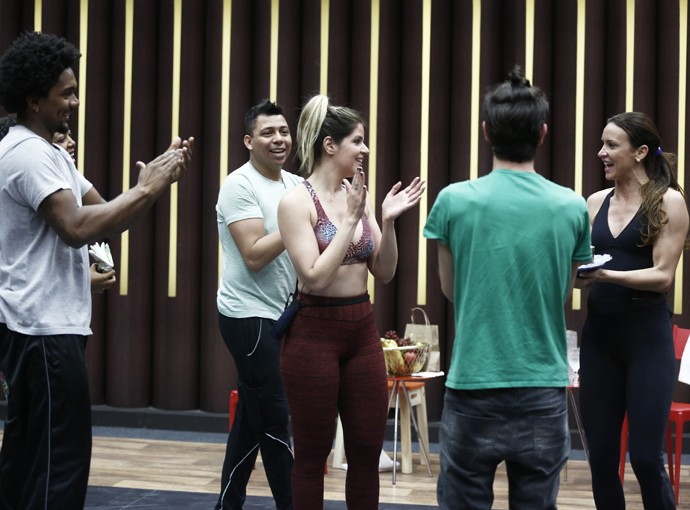 Mariana Santos comemora a data especial com os amigos (Foto: Inácio Moraes/Gshow)