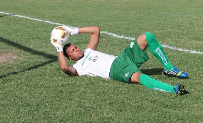 Luciano sabe que terá muito trabalho contra o Flamengo (Foto: Emerson Rocha)