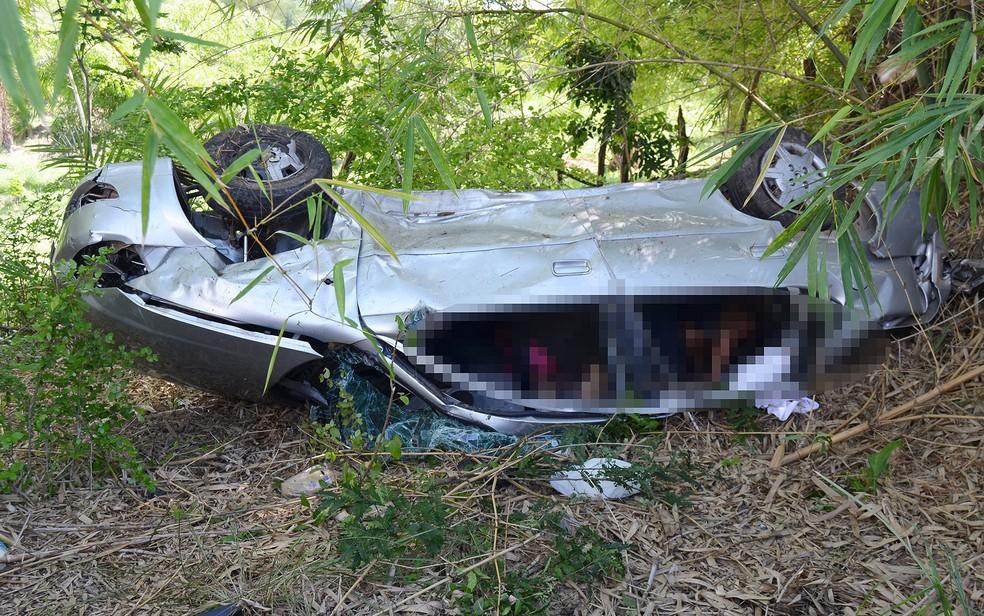 Quatro enfermeiras morreram em grave acidente na BR-101, na manhã desta segunda-feira (10) (Foto: Berimbau Notícias)