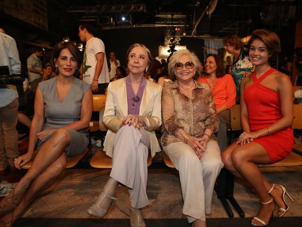 Gloria Pires, Fernanda Montenegro, Nathalia Timberg e Sophie Charlotte juntas na coletiva de Babilôinia (Foto: Carol Caminha / Gshow)