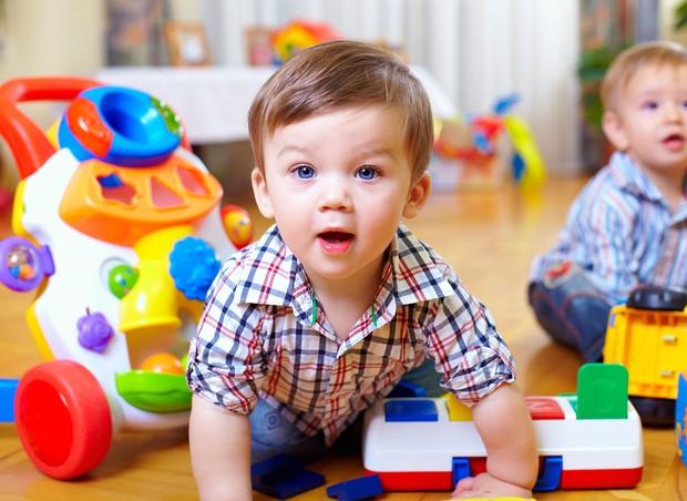 brincadeira; escola; amigos; criança (Foto: Shutterstock)