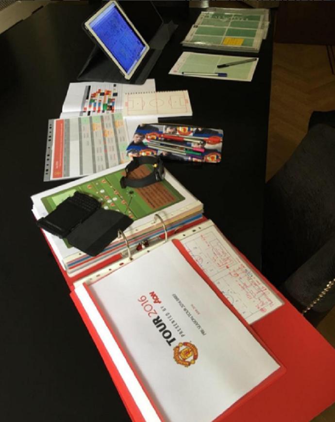 BLOG: As armas de Mourinho: técnico mostra mesa de trabalho no Manchester United