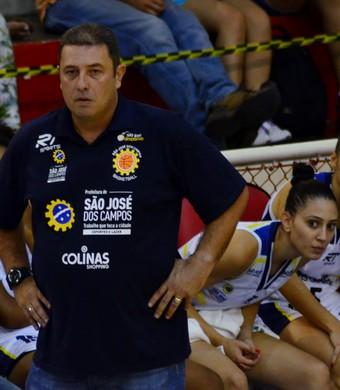 Carlos Lima técnica São José Basquete Feminino (Foto: Danilo Sardinha/GloboEsporte.com)