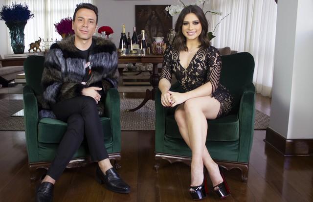 Matheus Mazzafera entrevista a influencer Flavia Pavanelli (Foto: reprodução)