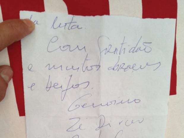 Verso da carta escrita por Genoino, Delúbio e Dirceu na prisão (Foto: Luciana Amaral/G1)