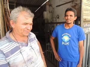 José Vanílson e Valdemar Nunes, proprietário da oficina que acolhe moradores de rua em Natal (Foto: Felipe Gibson/G1)
